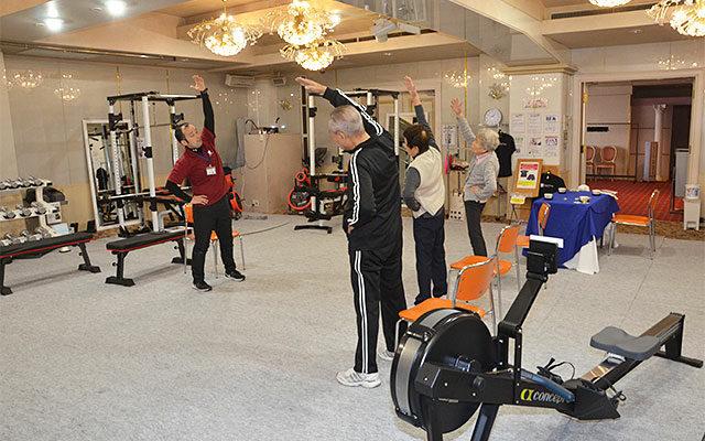 宴会場で介護予防訓練/一般向けのフィットネスも <span>4月から市民に開放した湯沢ロイヤルホテル</span>